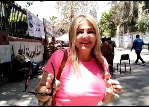 ندا بسيوني تدلي بصوتها في الاستفتاء على التعديلات الدستورية