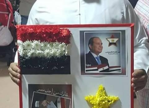 أعلام وورود.. 8 صور تٌلخص أول أيام انتخابات المصريين بالخارج