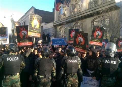 بالصور| الأمن الإيراني يعتقل عددا من المتظاهرين أمام سفارة سعودية بطهران