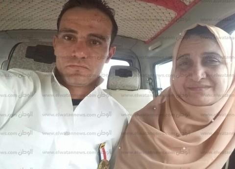 بالصور| بطلا إنقاذ ضحايا محطة مصر في طريقهما للعمرة: quotهندعي للضحاياquot