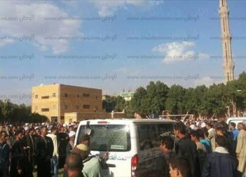 قرية البنائين تشيع جثمان أحد ضحايا السيول في كفرالشيخ