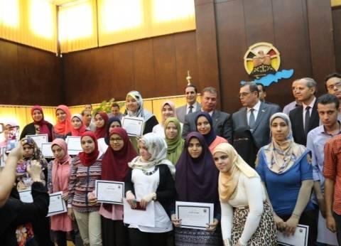 """""""التعليم"""" تشهد حفل تكريم بنك التعمير والإسكان لأوائل الثانوية العامة"""
