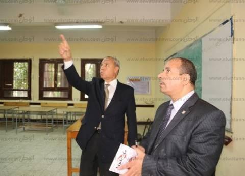 بالصور| محافظ قنا يتفقد استعدادات المقرات الانتخابية