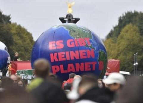 مظاهرات حاشدة في ألمانيا قبيل إعلان الحكومة عن استراتيجية المناخ