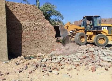إزالة تعديات علي 34 فدانا ملك هيئة الآثار بسوهاج