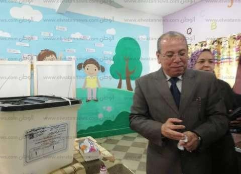 محافظ كفر الشيخ يدلي بصوته بمدرسة الشهيد النقيب سمير بدوي