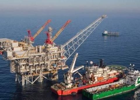 توقعات انخفاض مخزونات الخام الأمريكية تصعد بأسعار النفط