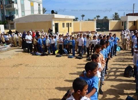 """محافظ كفر الشيخ يزور مدرسة وقرية """"أريمون"""" لرفع وإزالة آثار الأمطار"""