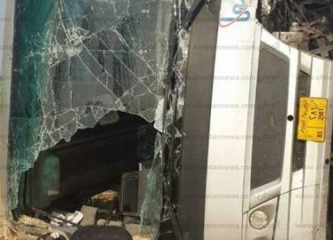 مصرع شخصين وإصابة 9 آخرين إثر تصادم سيارتين على طريق العلمين