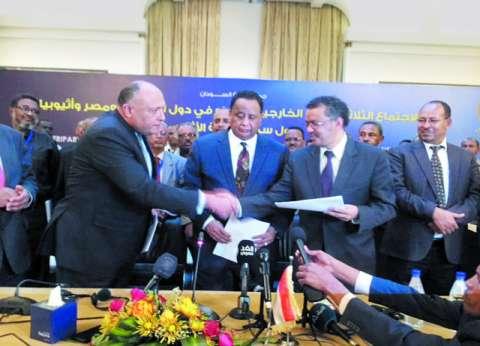 """رؤساء وفود مصر والسودان وأثيوبيا يراجعون بنود عقد """"سد النهضة"""" في الخرطوم"""