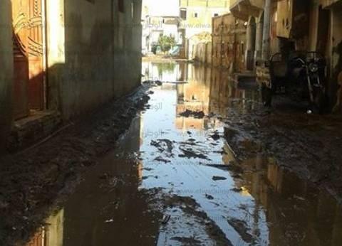 تصدعات وانهيارات أرضية بمساكن سوق اللبن في المحلة بسبب الصرف الصحي