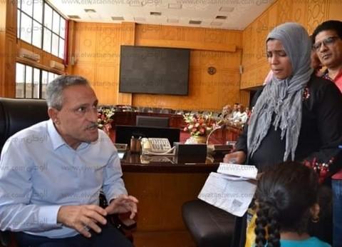 محافظ الإسماعيلية يواصل استقبال المواطنين والاستماع لمطالبهم