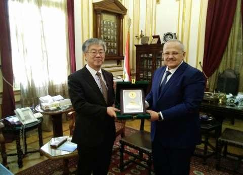 رئيس جامعة القاهرة يبحث سبل التعاون العلمي مع جامعة هيروشيما الياباني
