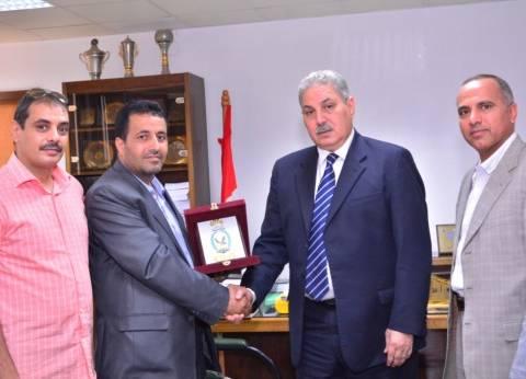 """""""داخلية"""" اليمن تكرم نائب رئيس جامعة أسيوط لدوره في رعاية طلابهم"""