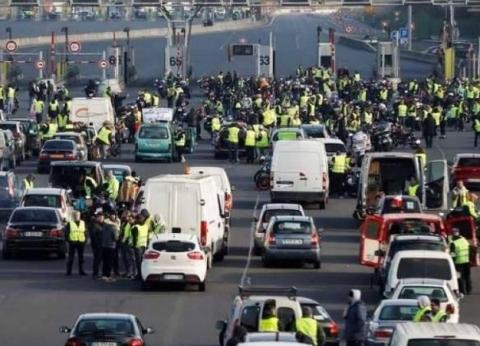 عاجل| ارتفاع أعداد المصابين في أحداث باريس إلى 100 مصاب بينهم 14 شرطيا