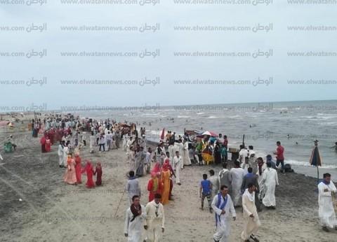 بالصور  توافد الزائرين لقضاء إجازة عيد الفطر على شواطئ بلطيم