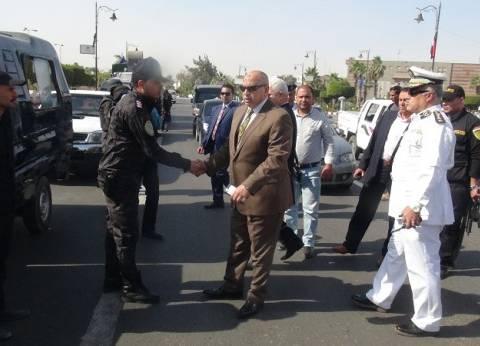 مدير أمن السويس يزور القوات المكلفة بتأمين 11 نوفمبر