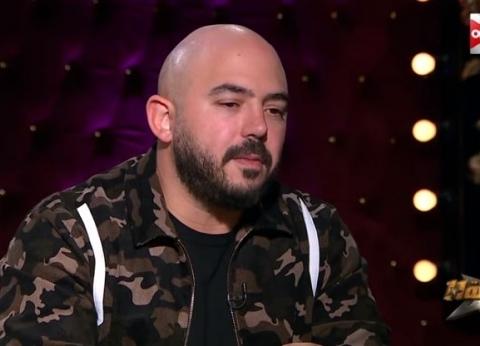 """بعد اتهامه بالتنمر.. محمود العسيلي: """"أمي شعرها أكرت"""""""