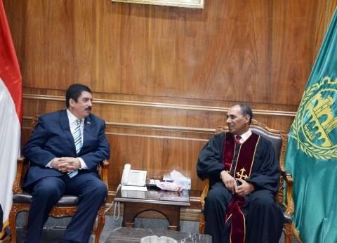محافظ القليوبية يستقبل رئيس الطائفة الإنجيلية