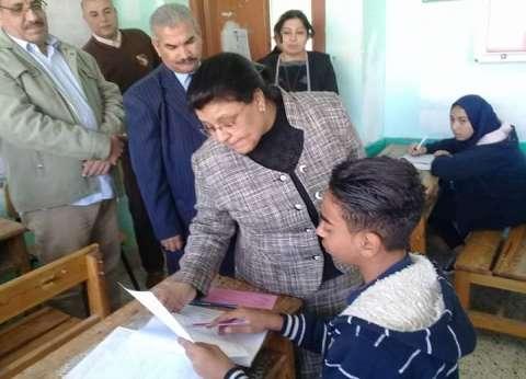 سعادة طلاب إعدادي في البحر الأحمر بسبب سهولة امتحان الدراسات