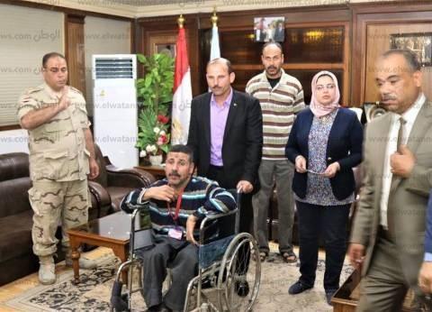 محافظ كفر الشيخ يصرف إعانة مالية وشراء شهادة أمان لـ2 من ذوي القدرات