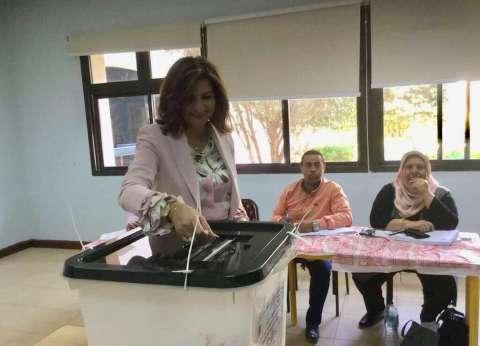 """وزيرة الهجرة تدلي بصوتها في """"استفتاء الدستور"""": أديت واجبي الوطني"""