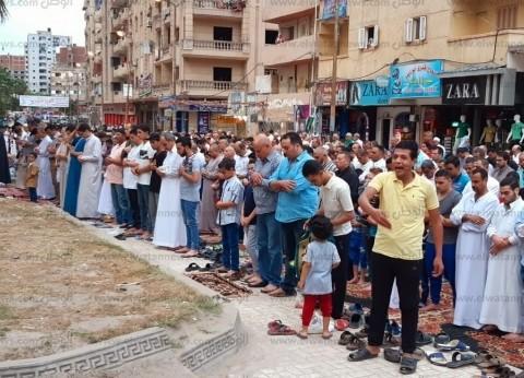 أبناء كفر الشيخ يتوافدون على الساحات لأداء صلاة عيد الفطر