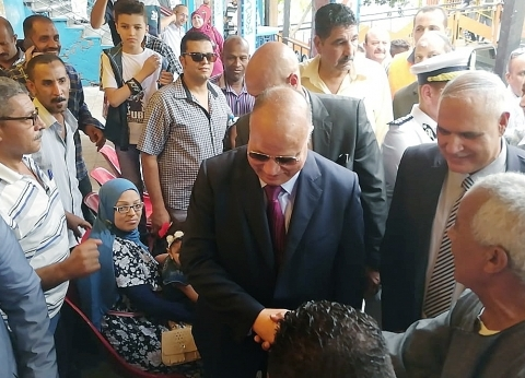 محافظ القاهرة يتفقد الأتوبيس النهري في ماسبيرو