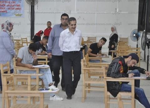 بالصور| رئيس جامعة القناة يتفقد لجان الامتحانات بعدد من الكليات