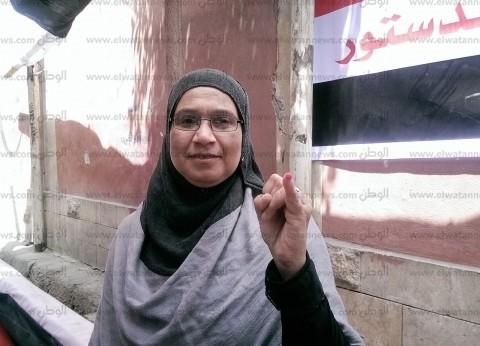 """""""سيدة الأكياس"""" في حادث الدرب الأحمر تشارك في الاستفتاء: لازم ننزل"""