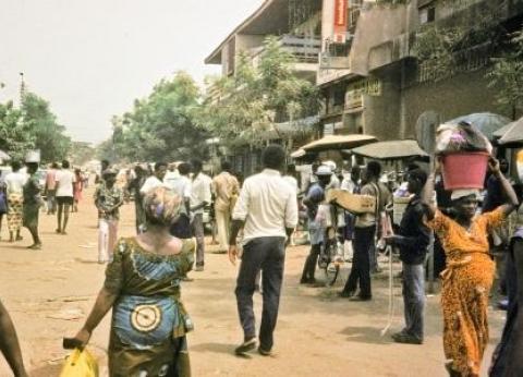 عادات دول منتدى شباب العالم.. الحجر المقدس يتنبأ بثروة العام في توجو