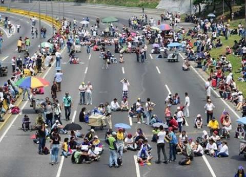 """رئيس البرلمان الفنزويلي يعلن نفسه """"رئيسا"""" للبلاد"""