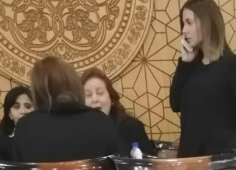 دلال عبدالعزيز وميرفت أمين ودنيا سمير ورامي رضوان في عزاء عزت أبو عوف