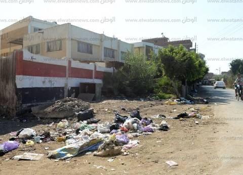 «فارسكور».. أكوام القمامة بامتداد جدران المدارس