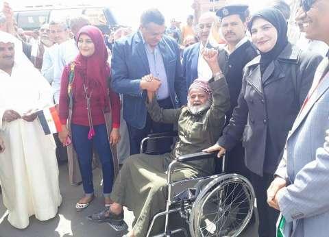"""مسن ينتخب بكرسي متحرك على وقع """"الزغاريد"""" بسفاجا:""""تحيا مصر"""""""