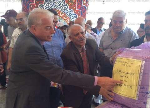 صور| محافظ جنوب سيناء يفتتح 3 شوادر لبيع السلع الغذائية بتخفيضات 30%