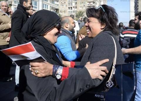 مئات المواطنين يستقبلون حكم «مصرية تيران وصنافير» بالزغاريد والأعلام