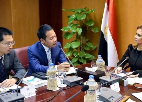 """سحر نصر تبحث مع رئيس """"هواوي"""" إقامة مشروع جديد للشركة داخل السوق المصري"""