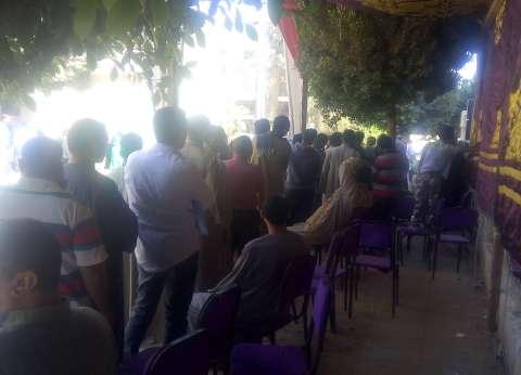 زحام أمام لجان أكتوبر والشباب يتصدرون المشهد