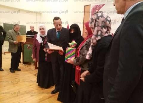 """محافظ شمال سيناء يكرم أسر الشهداء والمحتاجين باحتفال """"القومي للمرأة"""""""