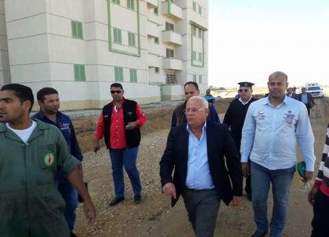 محافظ بورسعيد يتفقد أعمال توصيل المرافق للمرحلة الثانية بمشروع الإسكان