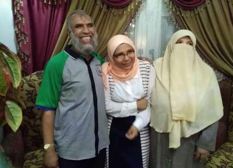 """والد منة أولى الثانوي: فقدت بصرها في الإعدادية.. """"وأتمنى أشوفها عروسة"""""""