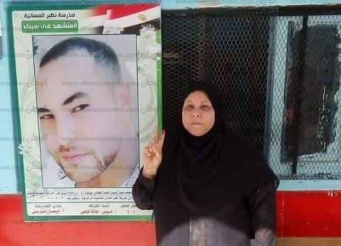 والدة الشهيد مصطفى حمدان تدلى بصوتها في لجنة بكفرالدوار