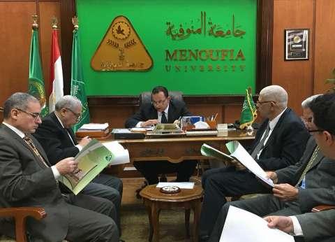 رئيس جامعة المنوفية يجتمع بمجلس إدارة نظم المعلومات