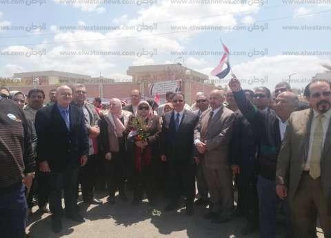 """""""جامعة الدلتا"""" تقل الطلاب إلى لجان الاستفتاء للإدلاء بأصواتهم"""