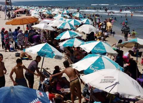 155 منقذا على شواطئ جمصة لتأمين المواطنين في ثاني أيام العيد