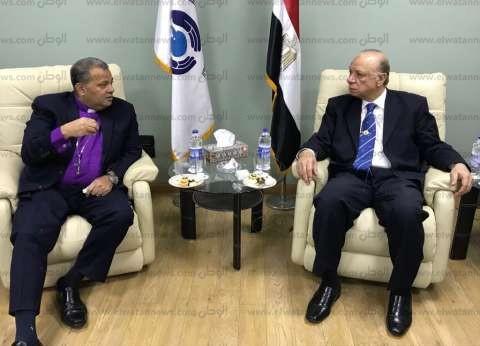 محافظ القاهرة يكرم أسر شهداء الجيش والشرطة والمدنيين