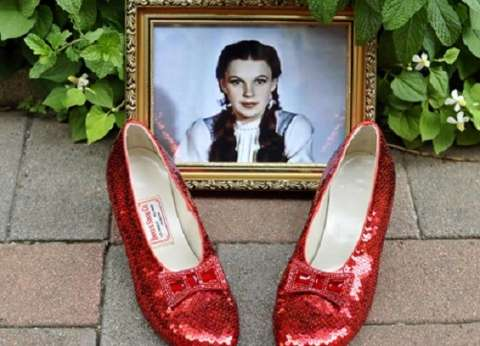 بالفيديو| الشرطة الأمريكية تعثر علي حذاء شهير سُرق منذ 13 عاما