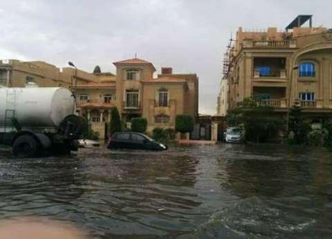 """رئيس """"القاهرة الجديدة"""" عن السيول: """"منمتش من إمبارح وواقف في الشارع"""""""