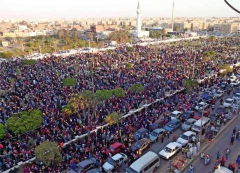 بالصور  آلاف المواطنين بالسويس في 63 ساحة يؤدون صلاة عيد الفطر